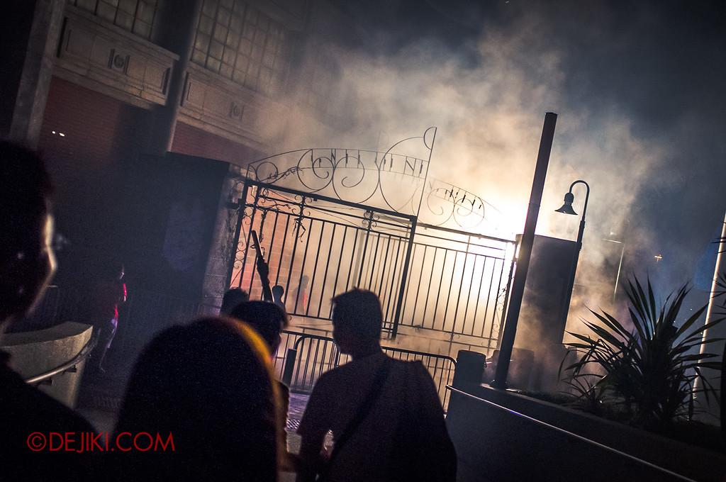Halloween Horror Nights 2011 Singapore THE PESTILENCE scare zone