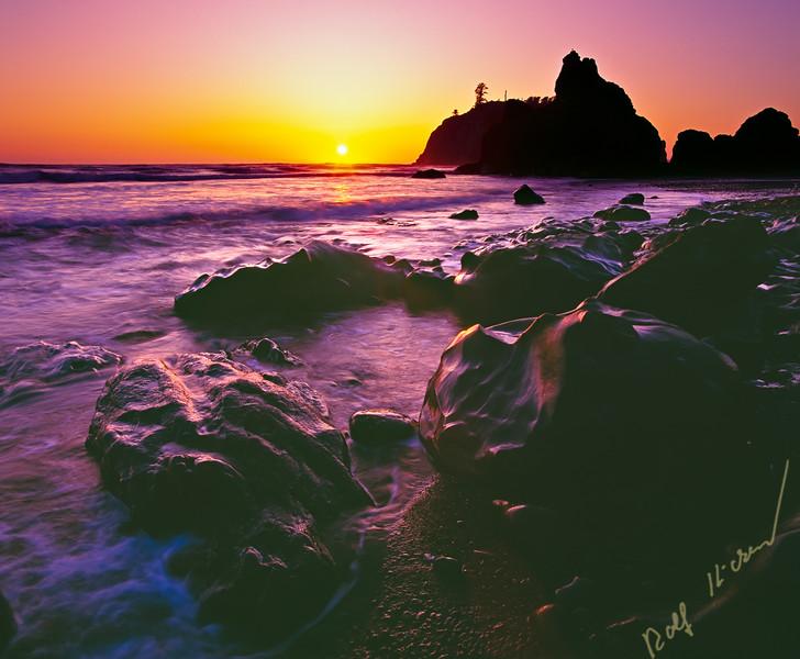 Sunset along Ruby Beach in Olympic National Park, Olympic Peninsula, Washington, USA.