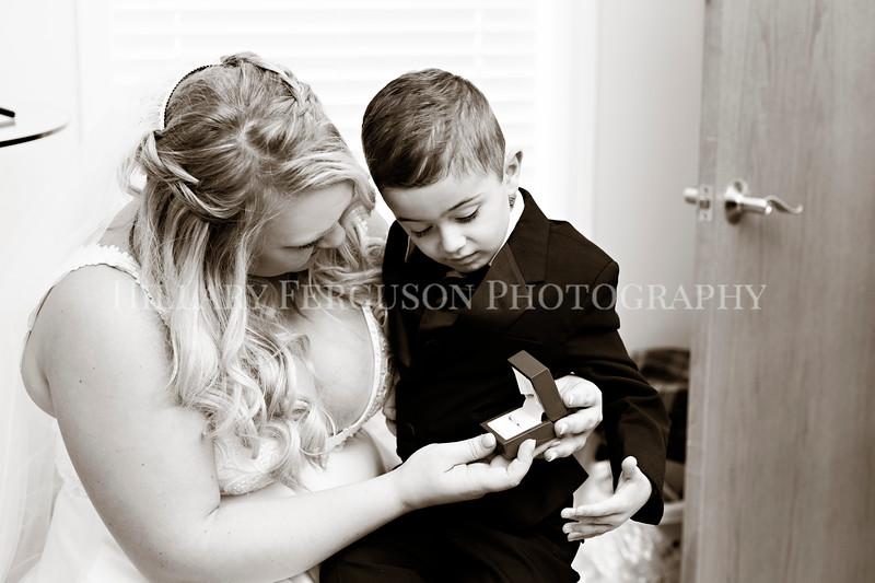 Hillary_Ferguson_Photography_Melinda+Derek_Getting_Ready229.jpg