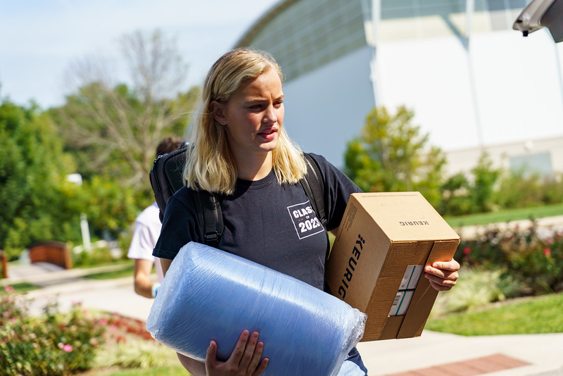 RHIT_Freshman_Move_In_Day_2019-7786.jpg