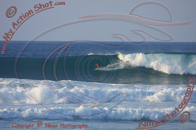 2010_12_08 (5-6pm) - Surfing Laniakea, NORTH SHORE