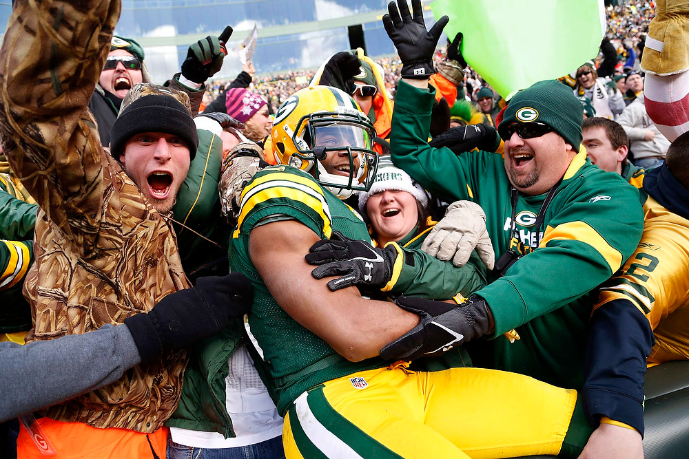. Green Bay Packers wide receiver Randall Cobb celebrates his touchdown against the against the Tennessee Titans during the first half of a NFL football game in Green Bay, Wisconsin December 23, 2012. REUTERS/Darren Hauck