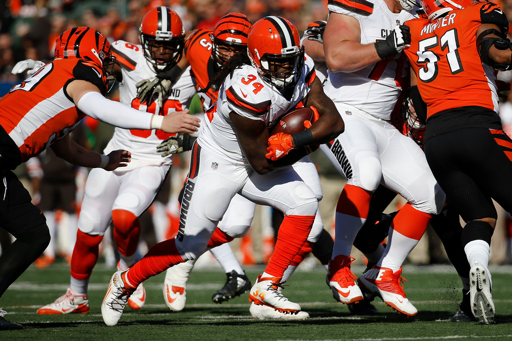 . Cleveland Browns running back Isaiah Crowell (34) runs the ball in the first half of an NFL football game against the Cincinnati Bengals, Sunday, Nov. 26, 2017, in Cincinnati. (AP Photo/Frank Victores)