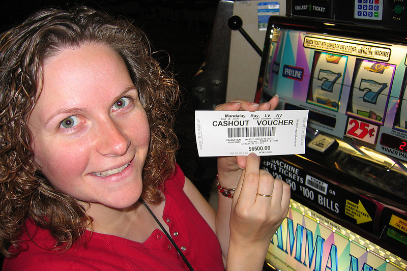 While Darcie was getting our tickets for Mama Mia!, Sherie put a dollar into a slot machine and won some cash! * Beginner's luck - she decided to cash out while she was ahead.   * Photo may not be 100% accurate