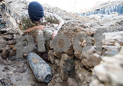 army-removes-wwii-bomb-near-londons-wembley-stadium