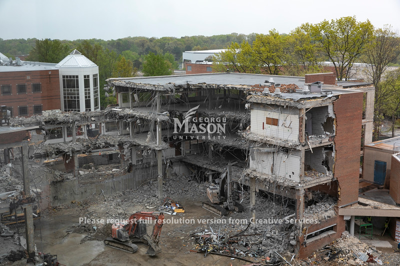 The Core Campus Project continues with the demolition of Robinson B. Photo by: Shelby Burgess/Strategic Communications/George Mason University