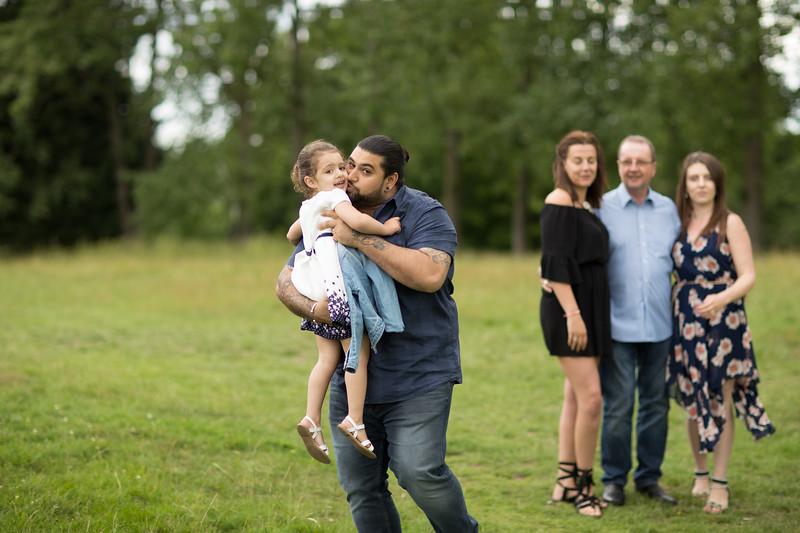 Virdee_family_portraits_ben_savell_photography_harlow_town_park_june_2017-0040.jpg