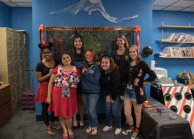 Honors students pose for a photo during the honors open house.