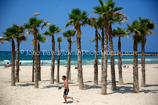 ISRAEL, Tel Aviv. Beach (8.2016)