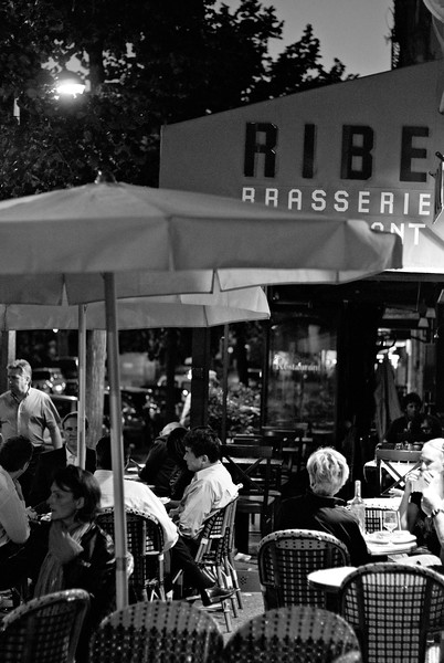 Brasserie près du Tour Eiffel
