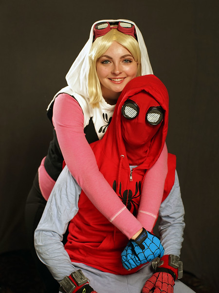 Spiderman and Girl-02