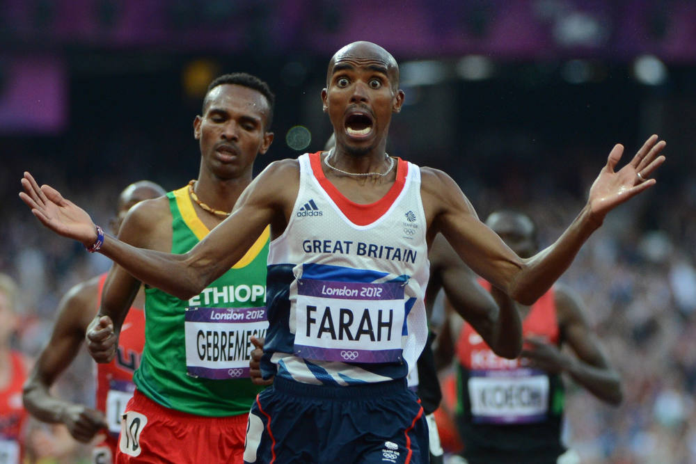 Description of . Britain's Mohamed Farah celebrates after winning the men's 5000m final at the athletics event of the London 2012 Olympic Games on August 11, 2012 in London.  AFP PHOTO / OLIVIER MORIN/AFP/Getty Images