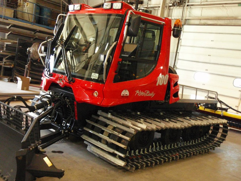 NewPistenBully100Arrives15.jpg