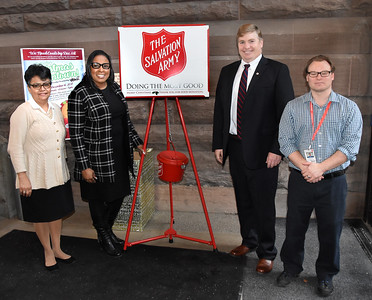 Mayor participates in Red Kettle campaign. 12/11/2017