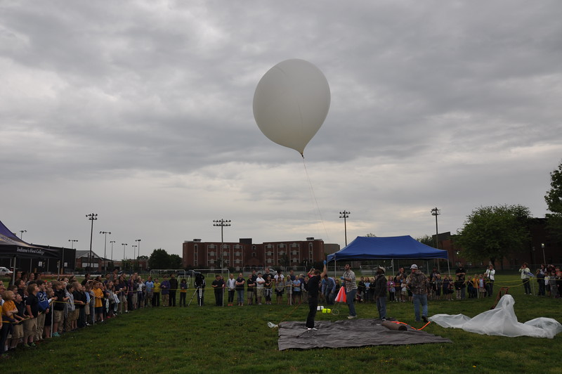 160509 VU Weather Balloon Launch (25).JPG