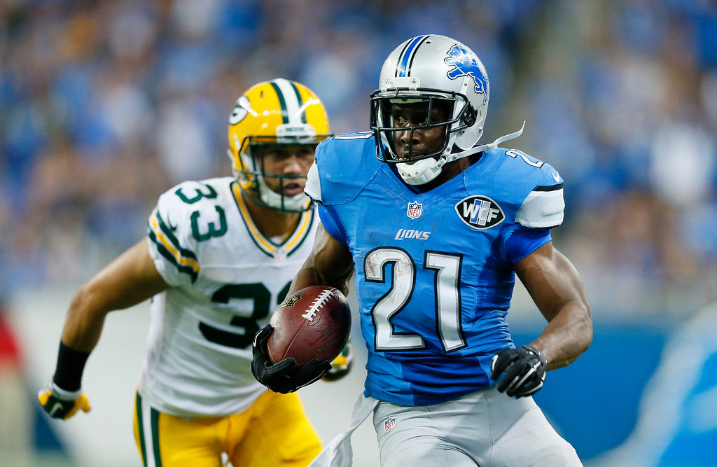 . Detroit Lions running back Reggie Bush (21) breaks away from Green Bay Packers free safety Micah Hyde (33) for a 26-yard rushing touchdown during the second half of an NFL football game in Detroit, Sunday, Sept. 21, 2014. (AP Photo/Rick Osentoski)