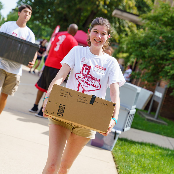 RHIT_Freshman_Move_In_Day_2019-8196.jpg