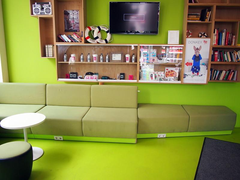 P7043243-common-lounge-area.JPG