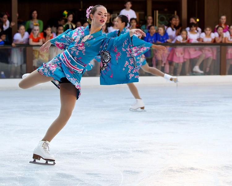 Skating  10049.jpg