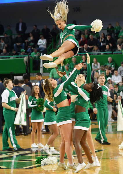 cheerleaders0710.jpg