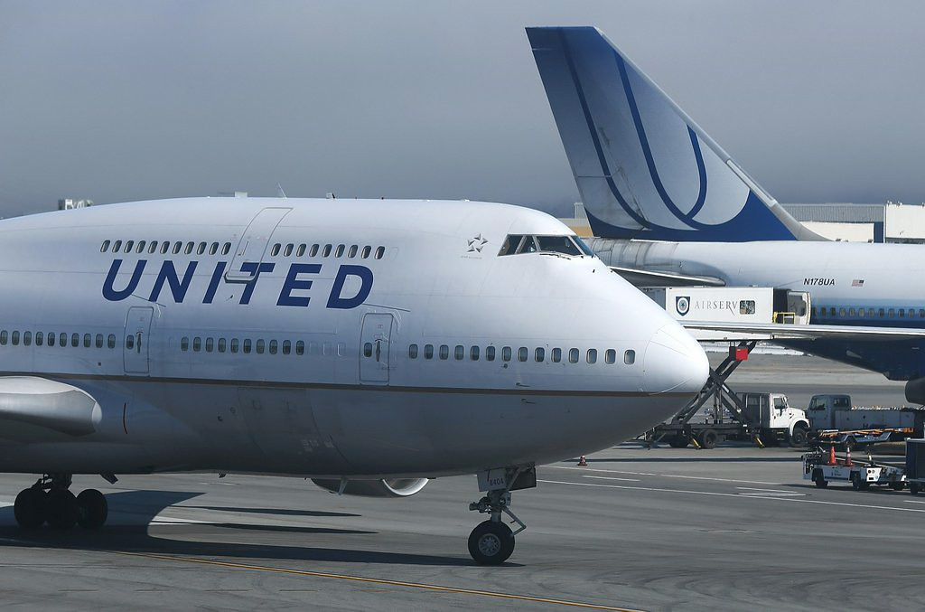 ". 10. (tie) UNITED AIRLINES <p>Trying to attract business travelers by offering AIRLINE FOOD????? (unranked) </p><p><b><a href=""http://www.chicagotribune.com/business/breaking/chi-united-airlines-inflight-meals-drinks-20140821-story.html\"" target=\""_blank\""> LINK </a></b> </p><p>    (Justin Sullivan/Getty Images)</p>"