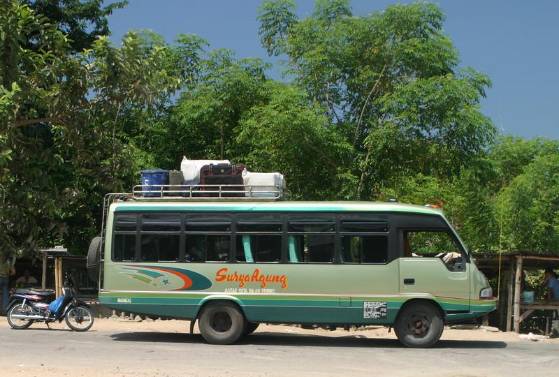 IN090-bus to Moni.JPG