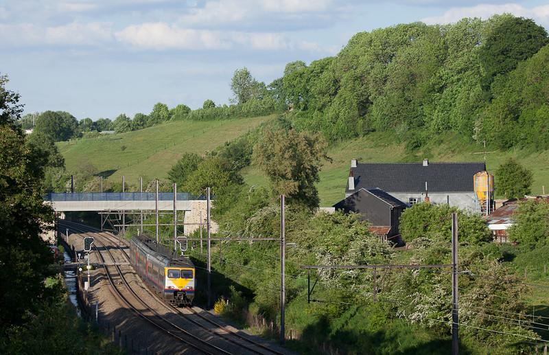 A slightly different angle at the Chemin de Ruyff. Break 384 is headed for Liege from Welkenraedt.