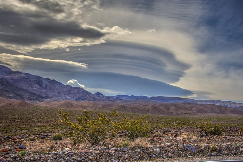 Lenticular-Clouds-DeathValley-Beechnut-Photos-rjduff.jpg