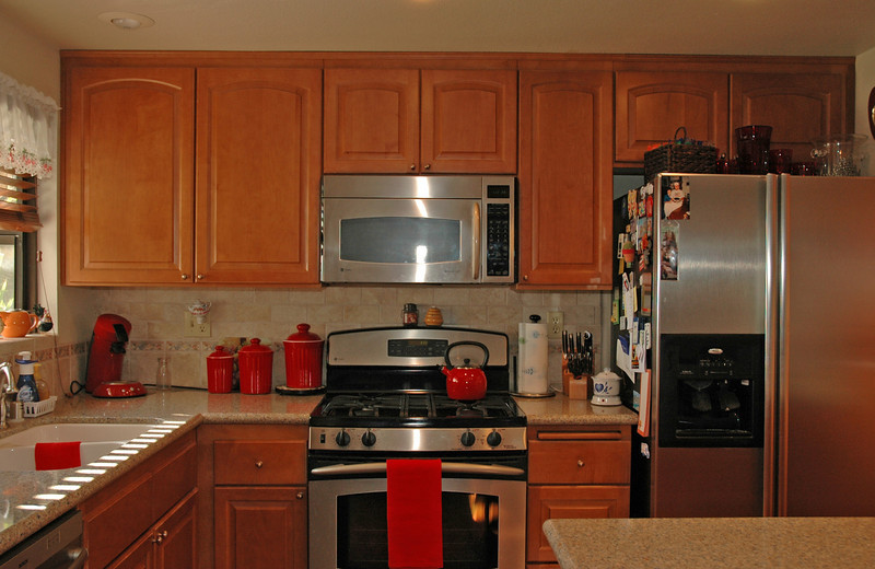 easthaven_10974 kitchen stove.jpg