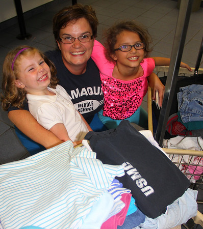 Family Volunteering to Wash, Dry and Fold Clothes, Laundromat, Tamaqua (9-20-2013)