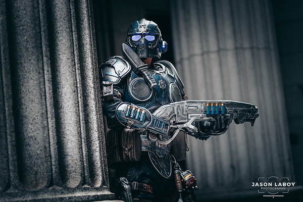 Carmine Gears of War Cosplay