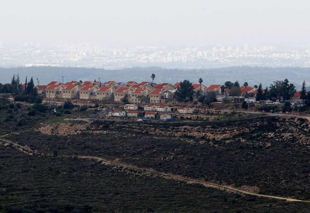 Description of . A general view shows the Jewish settlement of Nili, near the West Bank city of Ramallah February 1, 2013. U.N. human rights investigators called on Israel on Thursday to halt settlement expansion and withdraw all half a million Jewish settlers from the occupied West Bank, saying that its practices could be subject to prosecution as possible war crimes. REUTERS/Baz Ratner