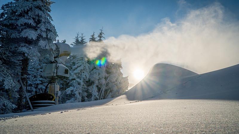 Snowmaking 1920-04779.jpg