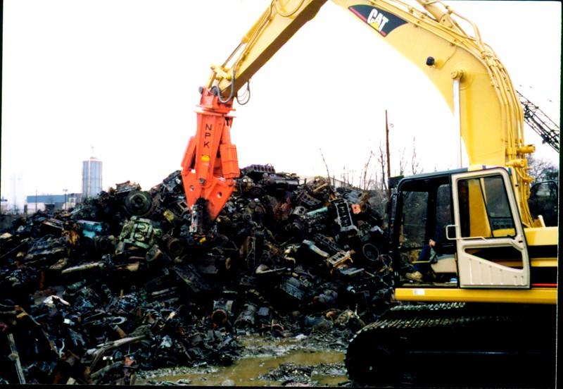 NPK M28S concrete cracker on Cat excavator - C&D recycling (4).JPG