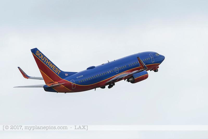 F20170219a095129_5488-Southwest-Boeing 737-7H4-N740SW.jpg