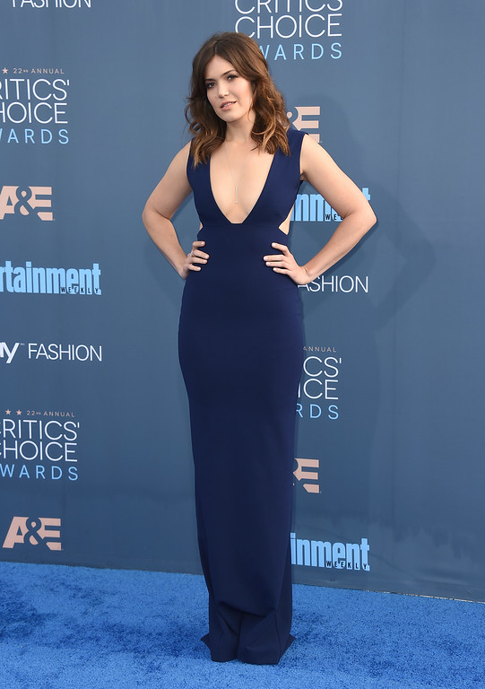 . Mandy Moore arrives at the 22nd annual Critics\' Choice Awards at the Barker Hangar on Sunday, Dec. 11, 2016, in Santa Monica, Calif. (Photo by Jordan Strauss/Invision/AP)