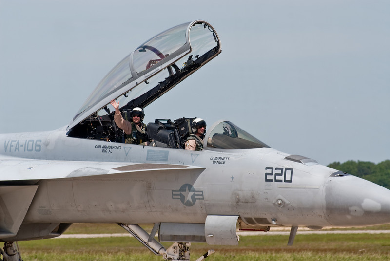 Hornet Driver and WSO waving to the crowd