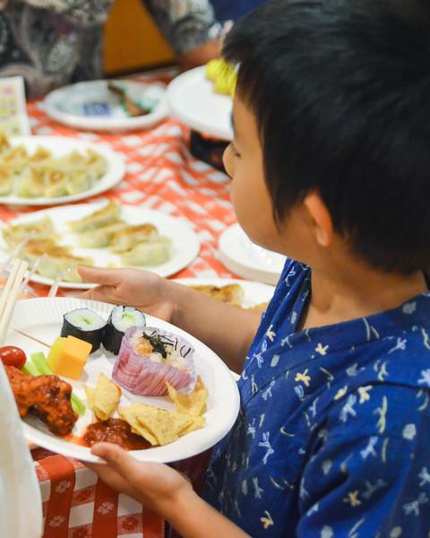 grade 2 cross cultural lunch 2014-47.jpg