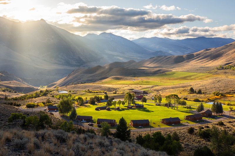 Twin Peaks Guest Ranch