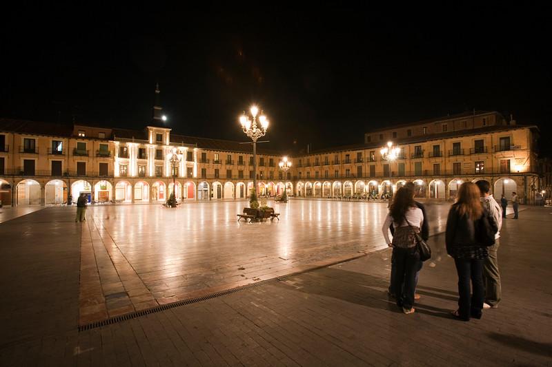 Plaza Mayor (Main Square) by night, town of Leon, autonomous community of Castilla y Leon, northern Spain
