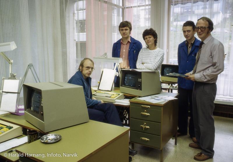 Fremovers aksiedens-avdeling ble på et tidspunkt skilt ut som eget selskap, Nortrykk AS med Bernt Berntsen som leder, til høyre i bildet. Stående til venstre Arnt Zimmermann.