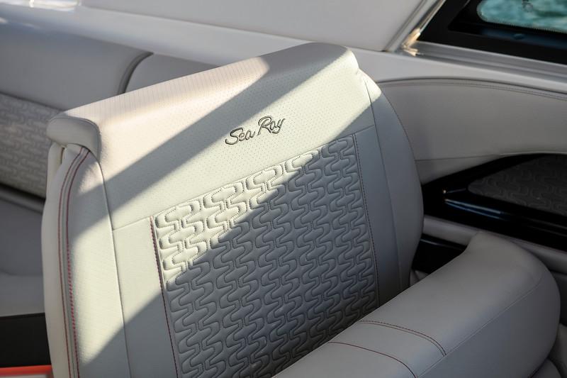 2020-SLX-R-400-e-Outboard-upholstery-01.jpg