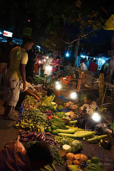 Kolkata market at night