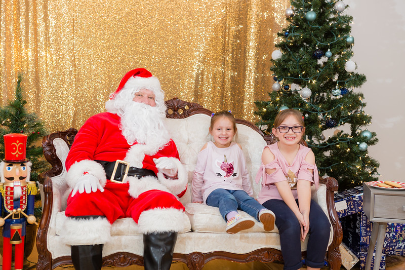 FADS Picture with Santa-241.jpg