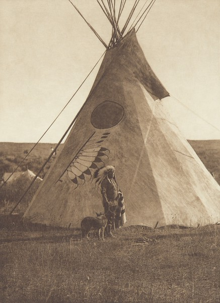 Medicine Lodge - Apsaroke (Indians of North America, v. IV. Cambridge, MA: The University Press, 1909)