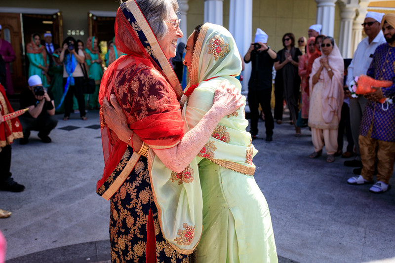 Neelam_and_Matt_Gurdwara_Wedding-1299.jpg