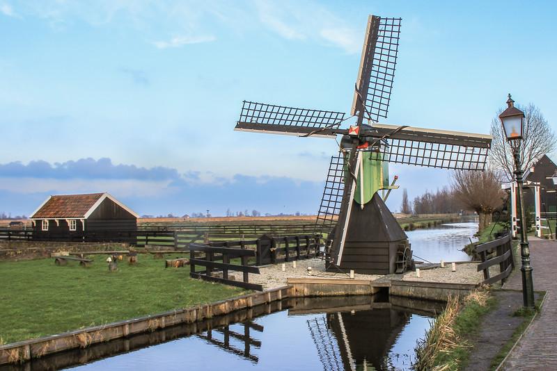 Example of wind & waterpump