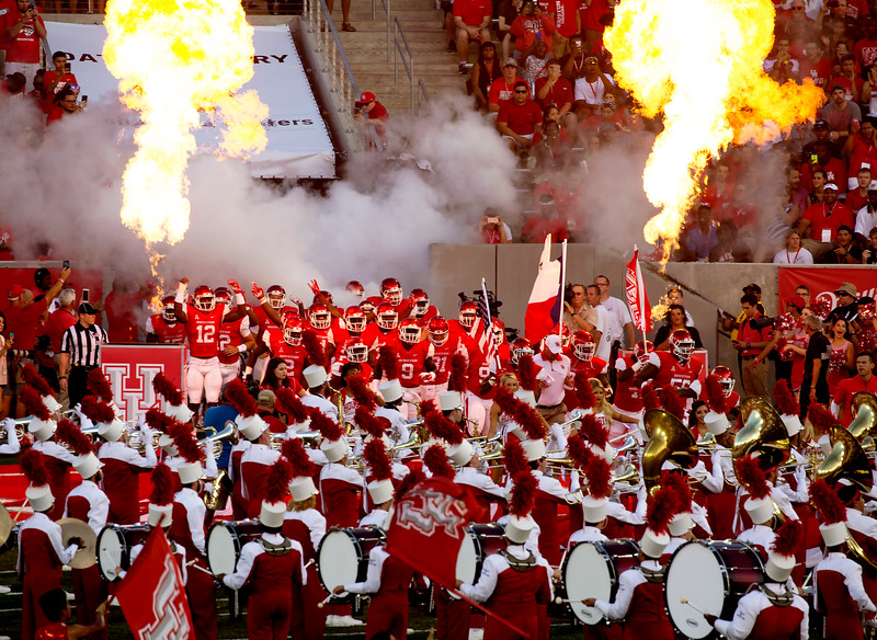 And here come our Houston Cougars.