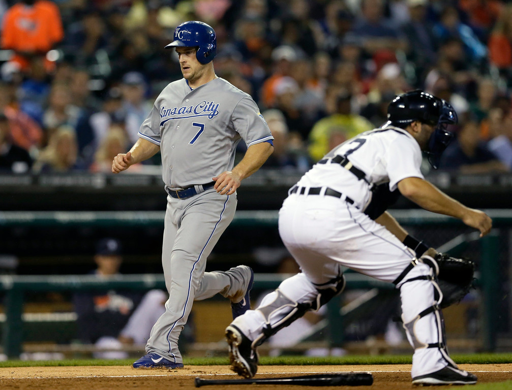 . Kansas City Royals\' Josh Willingham scores from third on a single by teammate Salvador Perez as Detroit Tigers catcher Alex Avila waits on the throw during the fourth inning of a baseball game in Detroit, Wednesday, Sept. 10, 2014. (AP Photo/Carlos Osorio)