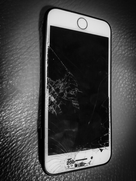1712 Marta cellulare rotto (1).jpg